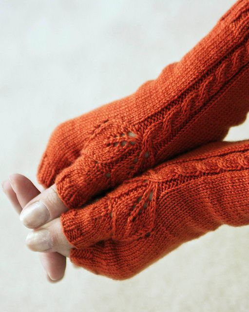 Sometimes you just need a little detail to make your project special. Beautiful knit fingerless mitts with a leaf detail on the thumb. Pretty!
