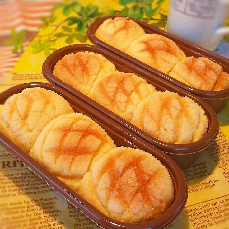2/4投稿のメロンパン生地で、片手でも食べやすいようにちぎりパンにしてみました。 一口サイズの可愛いパンです(*^.^*) 型 170(164)X66(46)XH37の三本分。 材料のうち、30gずつ9個成形。 (クッキー生地は5mm厚さ、直径6cmのクッキー型で抜く)残りは普通サイズで作りました。 強力粉200g 砂糖 20g マーガリン(ケーキ用) 25g 塩 3g ドライイースト 4g 卵 1/2個 水 卵と合わせて130cc (クッキー生地) 薄力粉 130g 砂糖 50g マーガリン(ケーキ用) 40g 卵 1/2個 バニラエッセンス 2、3滴 グラニュー糖 15g 作り方は2/4投稿を参考にして下さい。
