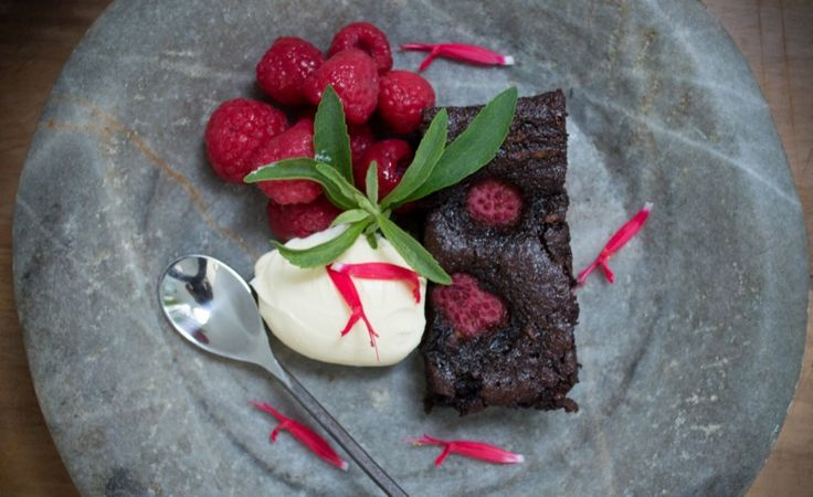These gluten and grain free brownies are a delicious, decadent treat with fructose, nut and dairy free versions too. Includes Thermomix method too.