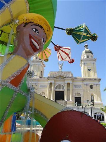 SANTIAGO DE CUBA ||| totems_carnaval de santiago de cuba (4)
