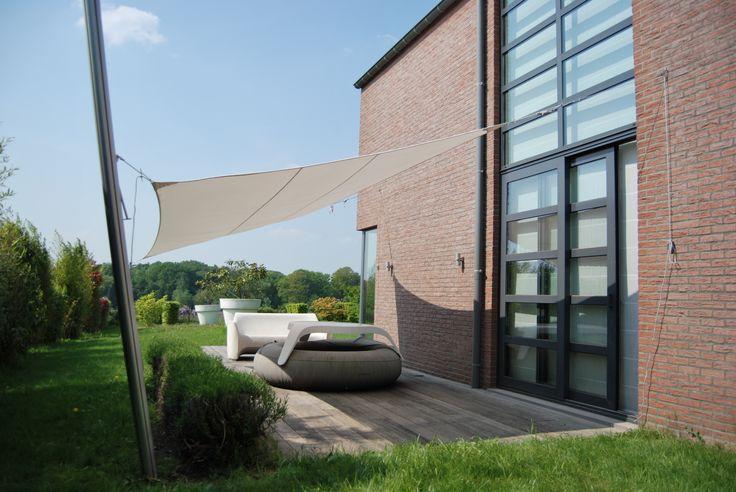 Voile d'ombrage rectangulaire de 3 x 5 m. Couleur Roma Limited Edition par Umbrosa. Pose par COTE TERRASSE.
