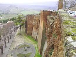 Lungo le mura