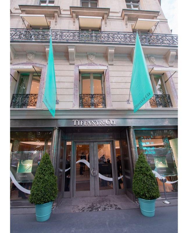 ティファニーがパリに新旗艦店オープン。ジェシカ・ビールやヒラリー・スワンクらがお祝い 1枚目