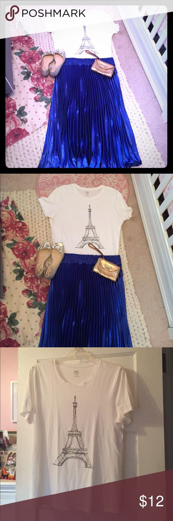 Eiffel Tower Tee White cotton relaxed tee from Old Navy with graphic pencil type sketching of the Eiffel Tower. Worn once; EUC. I love pairing casual tees with a flirty skirt so tops like this are essential for everyday looks. Old Navy Tops Tees - Short Sleeve