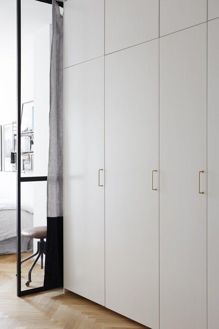 Post: Un dormitorio con pared de cristal --> blog decoración nórdica, decoracion dormitorios, decoración sueca, distribución pisos pequeños, iluminación pisos oscuros, mini pisos, pared de cristal, pared de vidrio