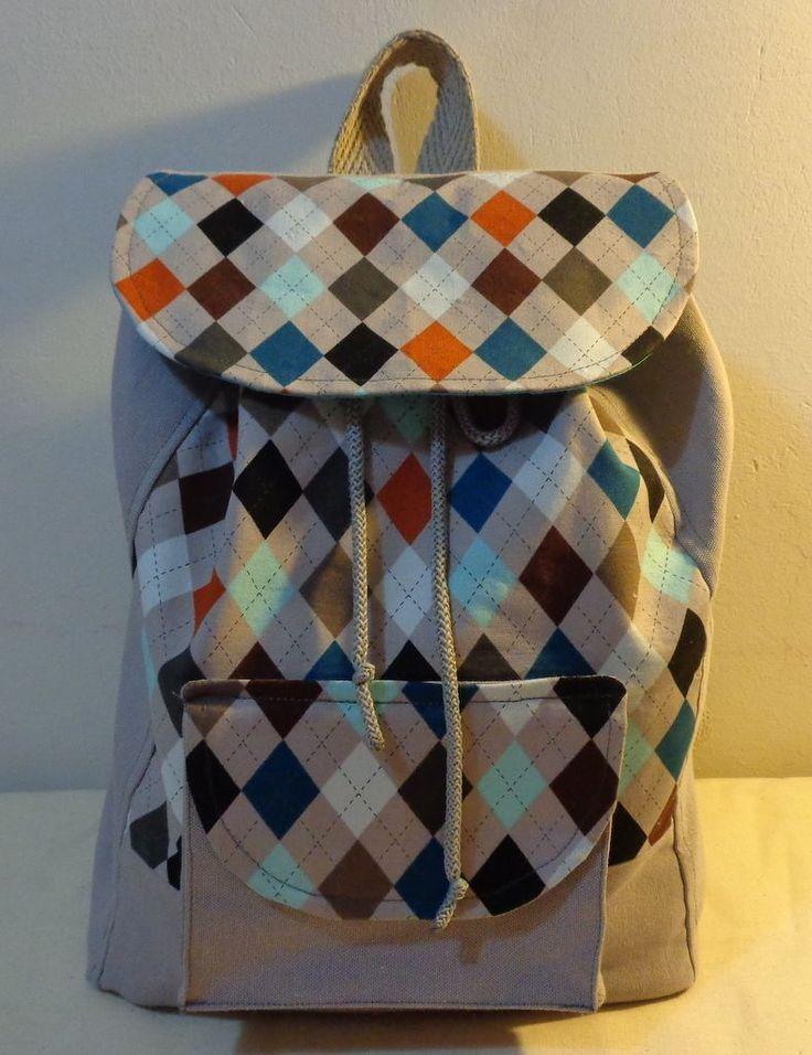 Baklava desenli sırt çantası Zet.com'da 115 TL