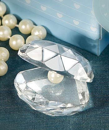Add sparkle to your banquet tables with these crystal clam shell favors. $1.99 for 100 or more.
