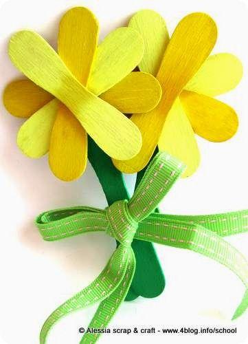 Lavoretti: fiori fatti con i bastoncini del gelato