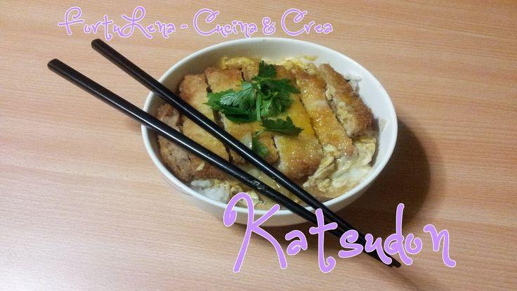 Una delle ricette più facili e gustose del Giappone!!! Il Katsudon fa parte di quei piatti chiamati Donburi ossia una scodella di riso caldo con sopra un topping. In questo caso sopra al riso caldo troviamo la cotoletta di maiale Tonkatsu con uovo e cipolla ;)