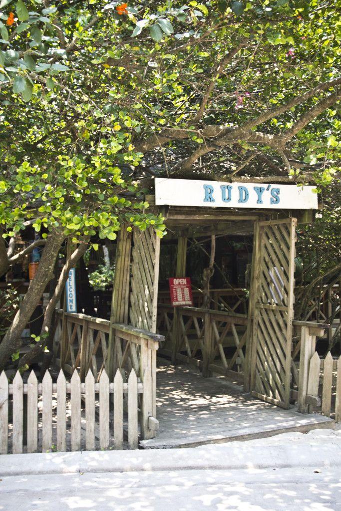 9 Reasons Why You MUST Add Roatan Honduras to Your Bucket List - BucketDreamers