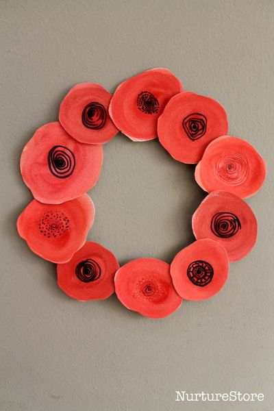 Beautiful watercolour Remembrance Day craft for childrne - easy poppy wreath craft for kids
