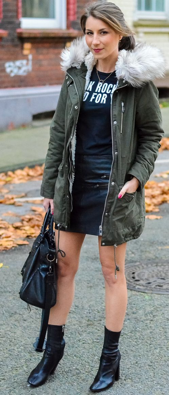 Véjà Du Faux Fur Hooded Parka On Total Bladk Fall Street Style Inspo #V