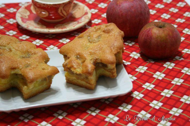Ancora in clima natalizio vi propongo queste tortine ripiene di crema e mele, fatte a forma di alberelli!