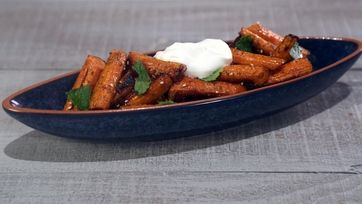 MICHAEL SYMON Roasted Carrots with Za'atar, Yogurt and Mint