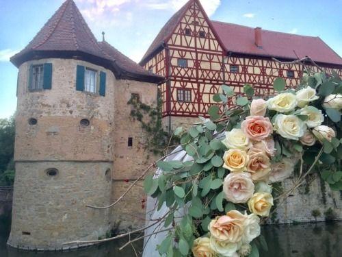 Wasserschloss Unsleben und ein zauberhafter Blumenbogen