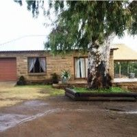 Self-catering and guest house accommodation on a working farm close to Heilbron in the Northern Free State, South Africa
