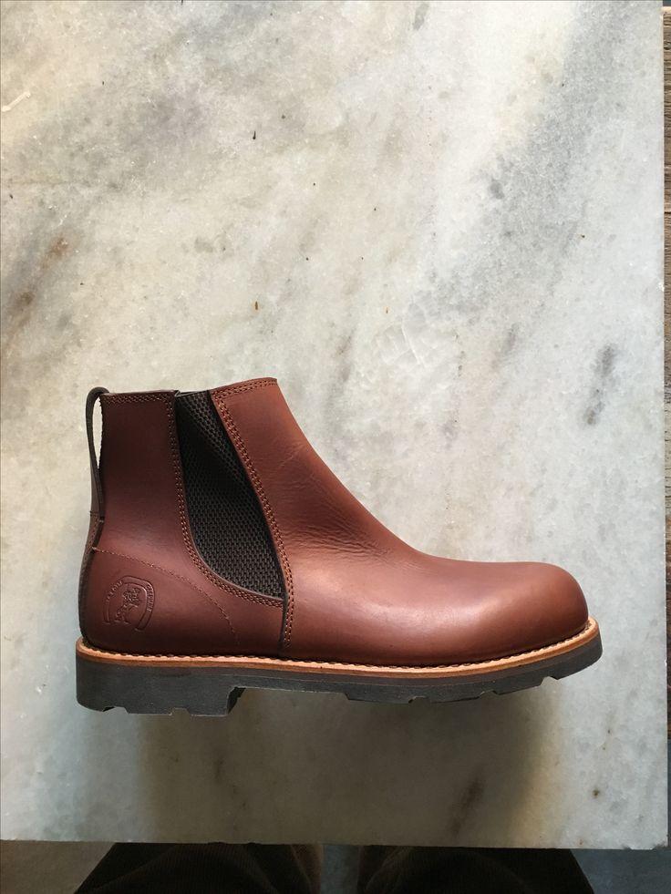 Super flotte støvler fra La Botte Gariane. Ridestøvler der er syet og fremstillet så de kan tåle at blive brugt. Findes ikke flottere ... Natur gummi sål #labottegardiane #ridestøvler #citystøvle