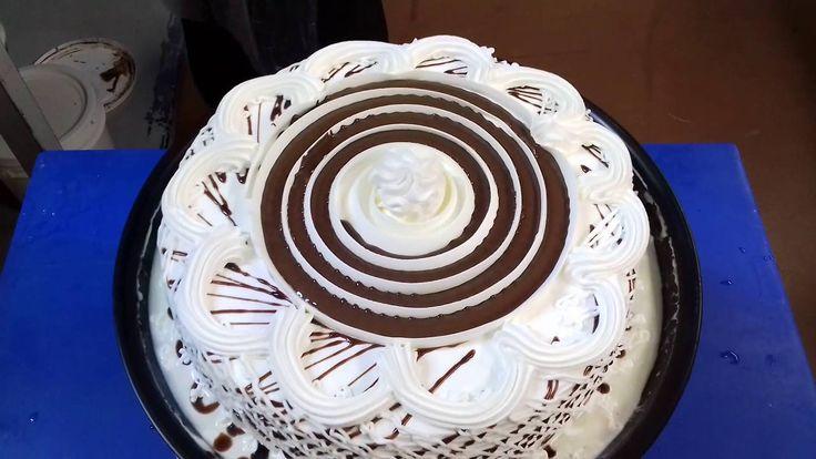 Cómo decorar   un rico pastel de tres leches  fácil y rápido