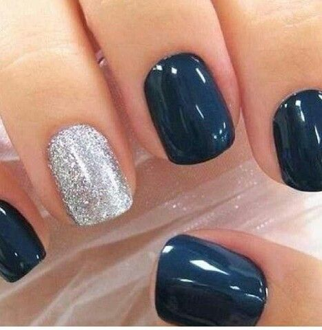 Combina los colores de tus uñas. ¡Diviértete!