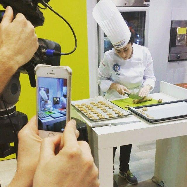 """#TuttoFood2015 lo showcooking dei """"Cookies con Zefiro di Canna"""", il nuovo zucchero di canna incredibilmente fine e immediatamente solubile. Con @cookerylab #zuccherodicanna #showcooking #cookies #biscotti #food #instafood #instacooking"""