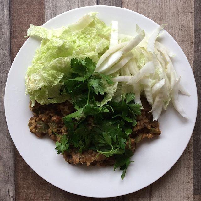 Чечевица зелёная и красная (футбол) с грибами и смесью паприкаш. Снова дорога, снова ленивый обед.  #веган #веганский #веганскийрецепт #govegan #vegan #veganfood #vegetarian #veganrecipe #instagood #instafood #tyumen #yummy #lunch Vegan Recipes from BEAUT.e See more recipes >>