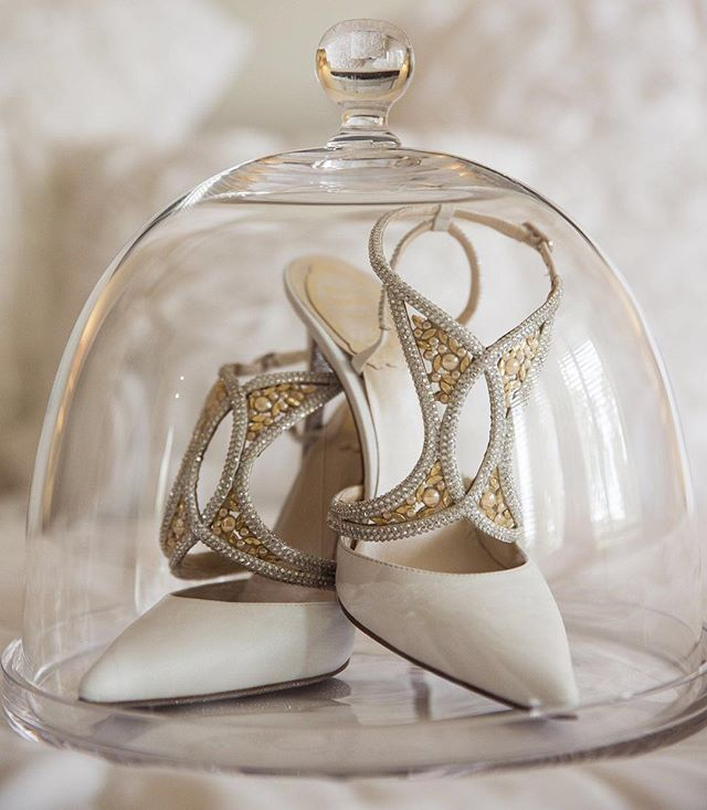 The details on these shoes ...just exquisite  #shoeinspo #gmphotographics #professionalweddingphotography #sydneysbestphotographers #love #wedding #instabride #weddingheels #grahammonro #canonmasterphotographer #masterphotographer