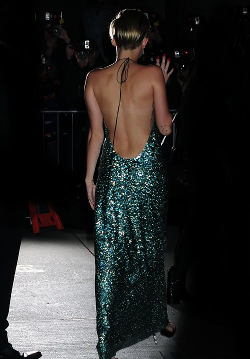 shocking but i love miley cyrus' dress. must be the backless & glitter details. #sequins