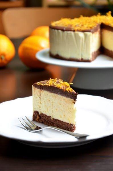 Narancskrémes csokitorta Hozzávalók a piskótához: - 20 g fehér tönkölyliszt - 20 g tk búzaliszt - csipet só - 10 g (2 csapott ek) cukrozatlan kakaópor - 40 g nyírfacukor (por) - 2 tojás  Hozzávalók a narancskrémhez: - 3 narancs - 250 g mascarpone - 3 dl tejszín - 2 ek zselatin - 70 g nyírfacukor (por)  Hozzávalók a tetejére: - 100 g diabetikus/sima étcsokoládé (legalább 70% kakaó tartalmú) - 1 dl tejszín