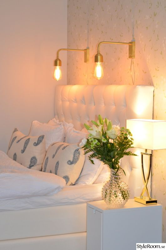 sängbord,sänglampor,sovrum,vitt,mässing