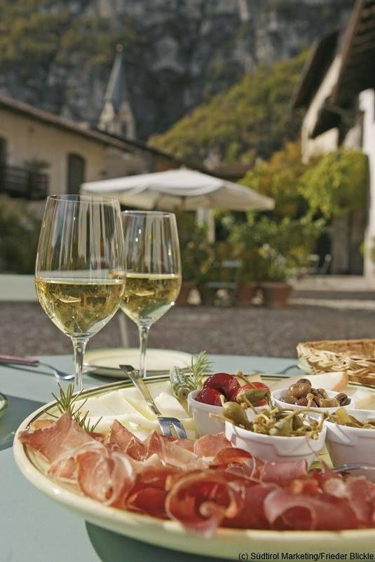 #Aperitif #Aperitivo #Sonne #Speck #Wein #Vino #Suedtirol #AltoAdige #SouthTyrol