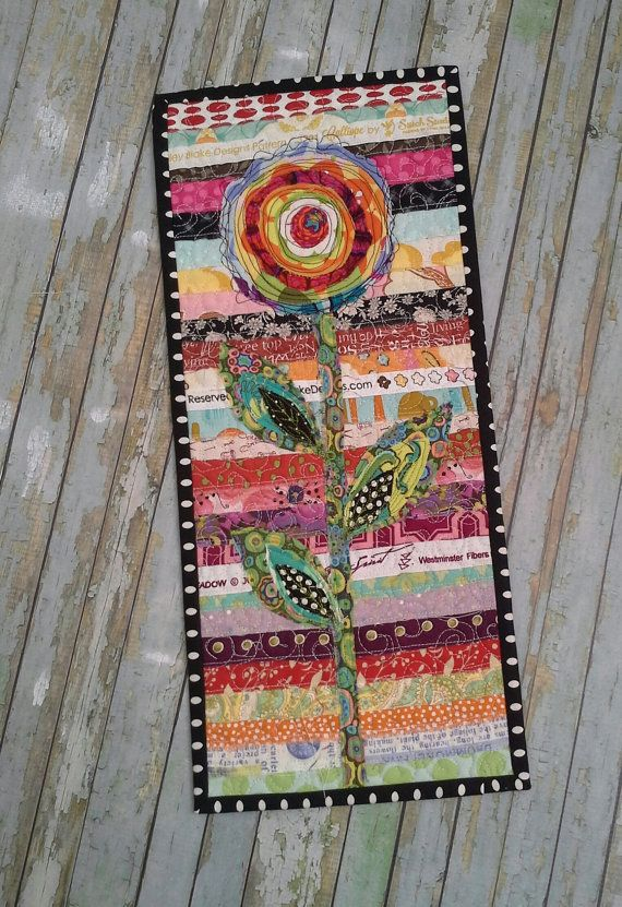 OOAK Fibert Art Wand hängen. Dieses ursprüngliche Design Flower Design Textil gesteppte Kunstwerk zusammengesetzt ist, wattiert und Thread von Künstler gemalt. RAW Edge vielschichtige Appliken mit Thread-Malerei-Detail. Dieses Design wurde auf Flickr entdeckt. Signiert von Künstler ist dies wirklich ein Einzelstück und eine große Kunst-Stück in jedem Raum. Kann ich ähnliche Sonderanfertigungen in verschiedenen Farben und Größen auf Anfrage, aber keine zwei werden immer die gleichen. Größe…