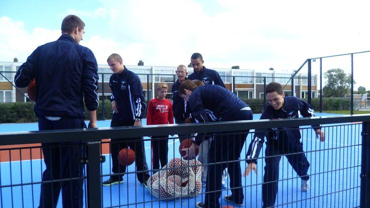 Hier is een van onze voorbeelden van hoe wij helpen om onze jongeren te helpen sporten.