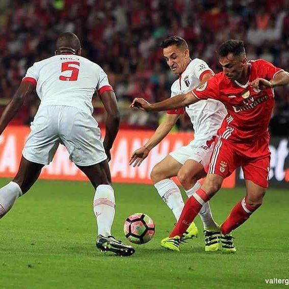 Jonas - Supertaça 2016 : Aveiro : SL Benfica 3 - 0 SC Braga :: 07/08/2016 • facebook.com/valtergouveia.photos • www.valtergouveia.com • #valtergouveia #supertaça #supertaca #estadiodeaveiro #SLB #Benfica #aguia #candidooliveira #photooftheday #portugaldenorteasul #portugal #igerseurope #allshots #picoftheday #pics #photos #futebol #photojournalism #shooting #jornalismo #FPF #futebol #gettyimages #afpphoto