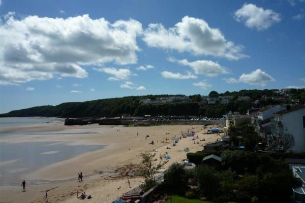 Situated in an enviable position on The Strand in this popular seaside resort and with direct access on to the beautiful sandy beach, this well furnished 3rd floor holiday apartment has panoramic sea views across the beach, Carmarthen Bay and coastline beyond.