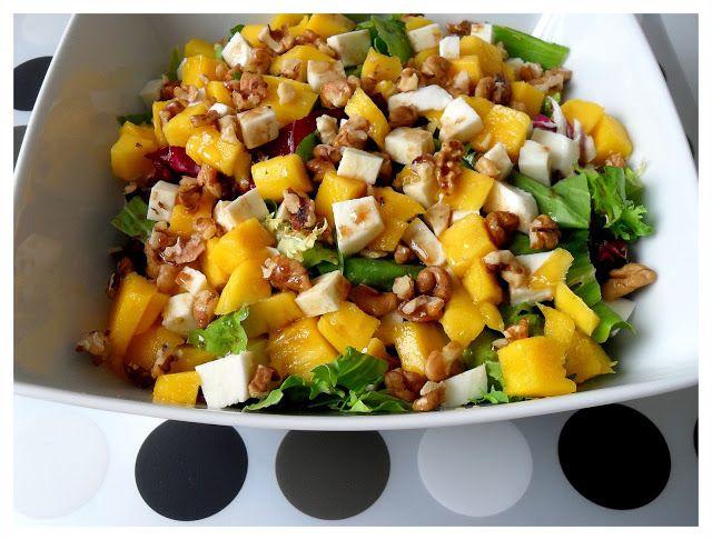 Nakryto do stołu: Lekka sałatka z mango, mozzarellą i orzechami włoskimi
