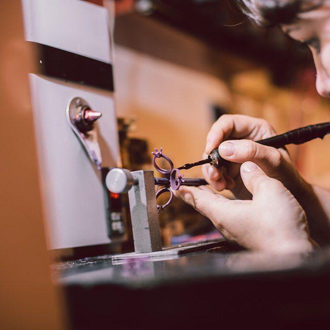 Zilele de luni, diminețile în special, pot fi frumoase, productive și pline de energie. Depinde de noi să le facem așa, sau să le urâm, și să stăm îmbufnați, ca și cum asta ar aduce week-endul înapoi.  #monday #morning #live #love #life #jewelry #ékszerek #joyas #bijoux #takı #Schmuck #首饰 #首飾 #보석류 #ювелирные изделия #jewelrylover #instajewelry #bijuterii #sabion #madeinromania
