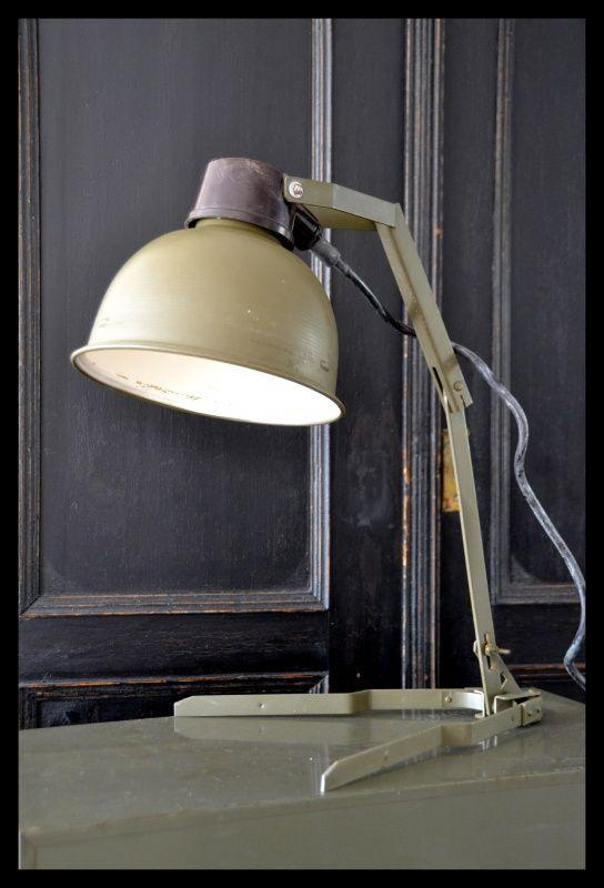 Industriële legergroene tafellamp. | Industriële lampen | rikus75