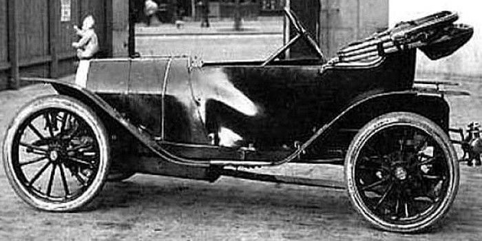 La Bugatti Type 10, photo d'époque, cette voiture ancienne fut produite de 1908 à 1913, moteur de 1,2 l avec une puissance de 12CV, un seul exemplaire a été produit.