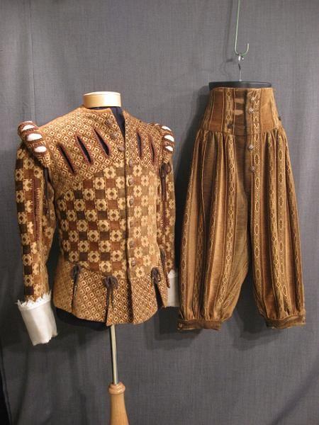 09008592 09002849 Suit Renaissance brown pattern velour C38 W35.JPG