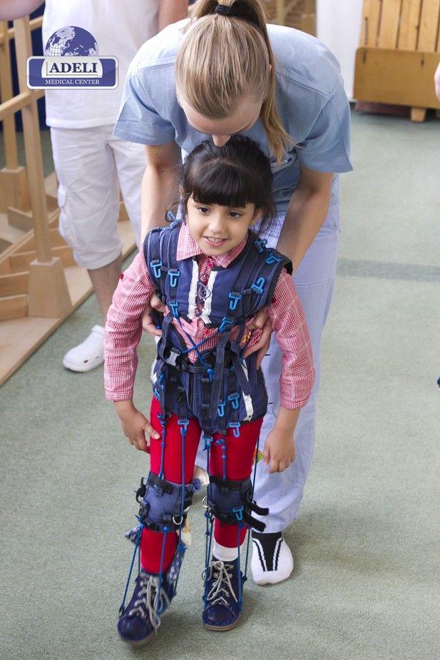 Un trattamento nella neuroriabilitazione infantile intensiva dura dalle due alle quattro settimane. La terapia individuale supporta lo sviluppo del bambino con l'obiettivo di consentire una vita il più possibile normale e autonoma.