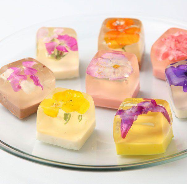 Doces japoneses: vejo flores nessa sobremesa