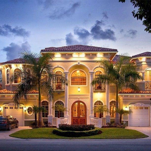 Scret Garge Luxury House: Pin By Ashlynn Scutt On Houses