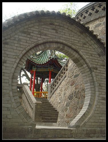 The traditional Chinese round door