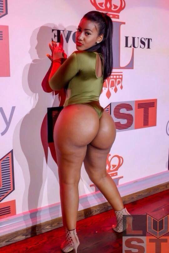 Ebony Nude In Mirrior