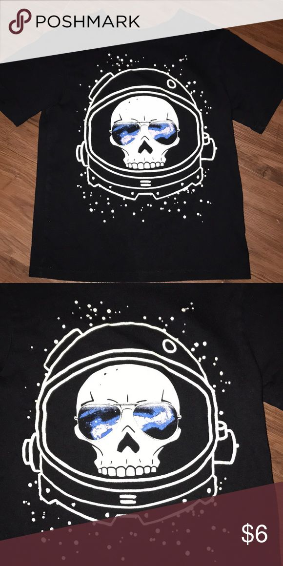 Space Skull Tee Children's Place size small (5/6) Tee. Great condition.  All items in closet come from pet free, smoke free home.  ***10% OFF BUNDLE OF TWO+ ITEMS IN CLOSET*** The Children's Place Shirts & Tops Tees - Short Sleeve