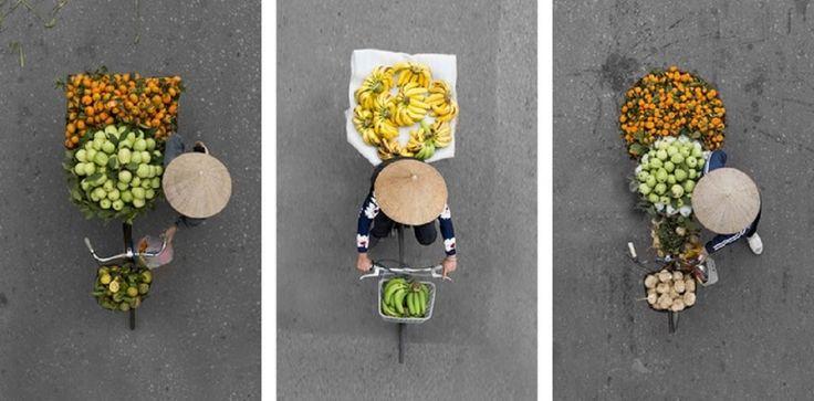 Sztuka ulicy – ale nie murale czy inny performance tancerzy, a straganiarze. Loes Heerink, młoda fotograf, które przez kilka lat żyła w Hanoi, całe godziny spędzała na miejskich mostach. Potrafiła w jednej lokalizacji tkwić nawet 5 godzin bez jednego ujęcia. Uwieczniała ulicznych sprzedawców w drodze na targ, którzy pod rzeczonymi mostami przejeżdżali. http://exumag.com/sztuka-z-ulicy/