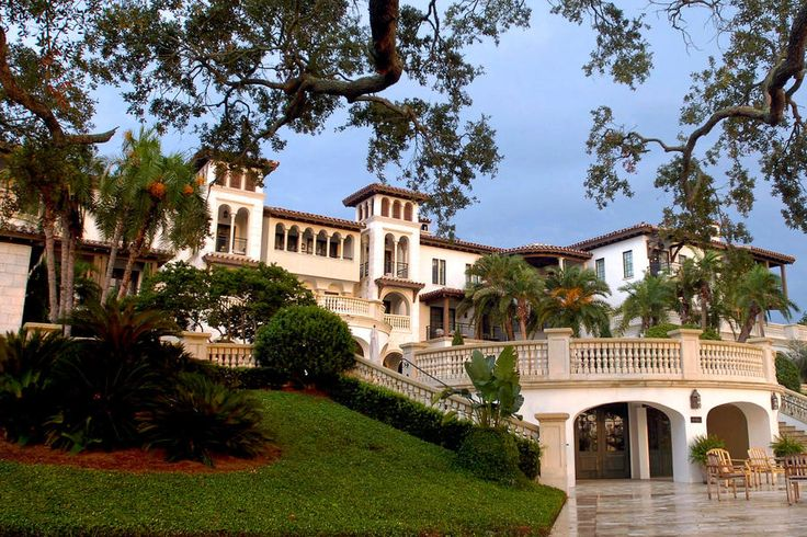 6. The Cloister - The South's Best Resorts 2017 - Southernliving. Sea Island, Georgia: BOOK NOW  The Cloister has welcomed U.S. Presidents and dignitaries from around the world. You'll love it for its tranquility, elegance, and terrific dining.