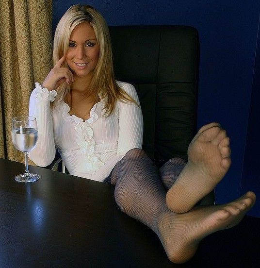 Pantyhose feet smell