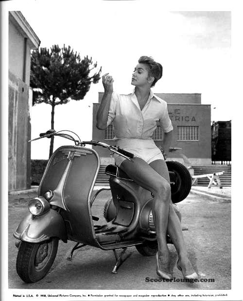 (1959) Vespa Model - Beautiful!
