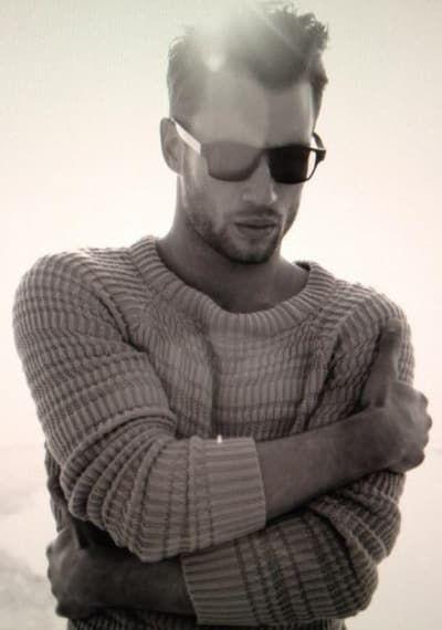 21 Hombres que prueban que todos deben usar suéteres tejidos